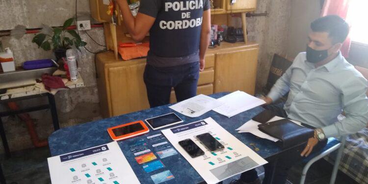 POLICIA-CHAVENSE-DESBARATA-BANDA-DE-ESTAFADORES-EN-LA-PROVINCIA-DE-CORDOBA-11-750x375